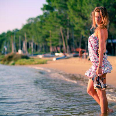 Lydia, fashion, huruguen, seb huruguen, lac, seignosse, lac hossegor, soleil, beauté, mode, photographie, jolie femme, compensés, chaussures, plage, sable, foret, eau, golden hour, canon, eos,