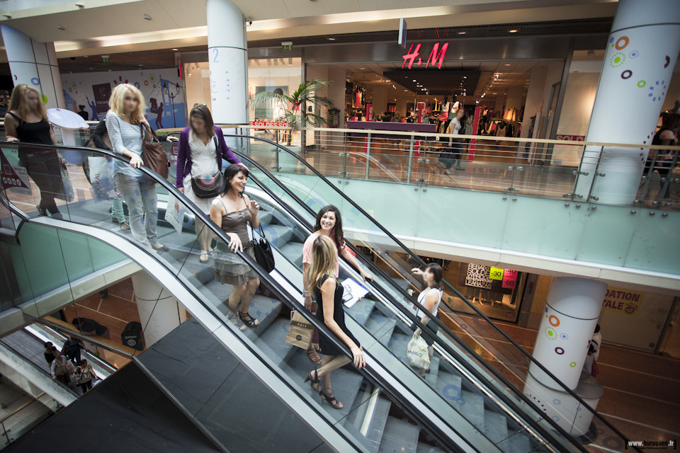 Galerie du centre commercial Auchan Meriadeck Bordeaux - Escalator - Sebastien Huruguen photographe
