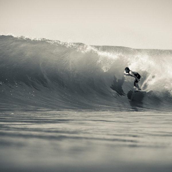 peterson-crisanto-billlabong-surfer-surfing-lacanau-barrel-tube-riding-sebastien-huruguen-surf-photographer-bordeaux-france-lacanau-16-08-2012-black-white