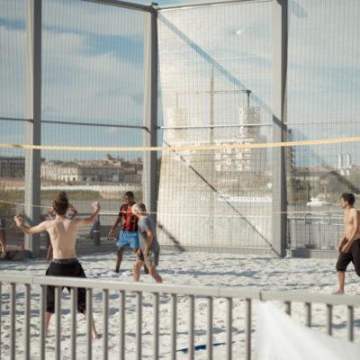 sports-sur-les-quais-de-bordaux-saint-michel-terrain-volley-ball-gironde-magazine-sebastien-huruguen-phtographe-bordeaux