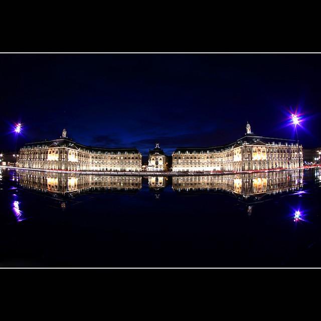 Beauté d'hiver, la place de la Bourse de Bordeaux #bordeaux #gironde #france #bx #bourse #nuit #night #lights #canon #panorama #miroirdeau #miroir #bluesky #bluehour #photography #33 #huruguen