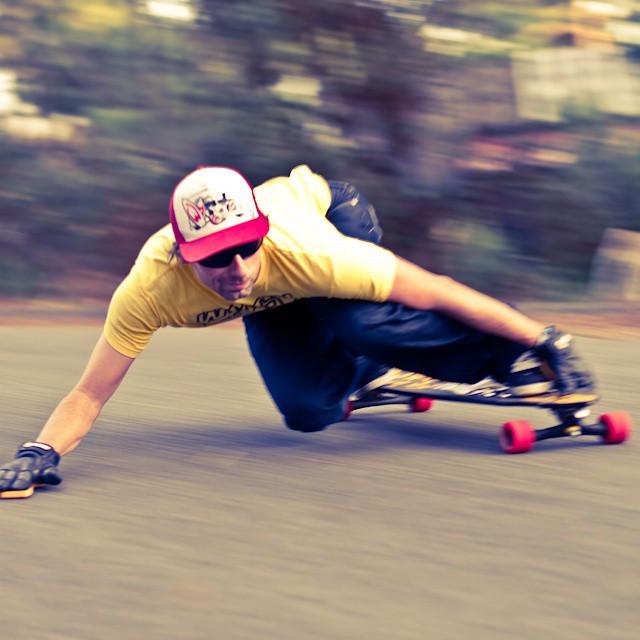 @johnwmcv du team Sector 9  www.huruguen.fr #downhill #skateboarding #wmcv #sector9 #huruguen #worldmcv #skate #descente #riding #rider #gironde #france