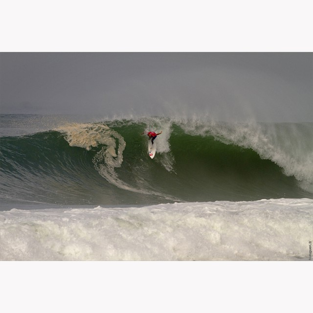 TBT, @kellyslater late dropping a bomb during the Quiksilver Pro France 2010 in Hossegor #surf #surfing #landes #kellyslater #quikprofrance #quickpro #ASP #aspworldtour #lagraviere #seignosse #huruguen #sebhuruguen #surfphoto #plage #beach #france