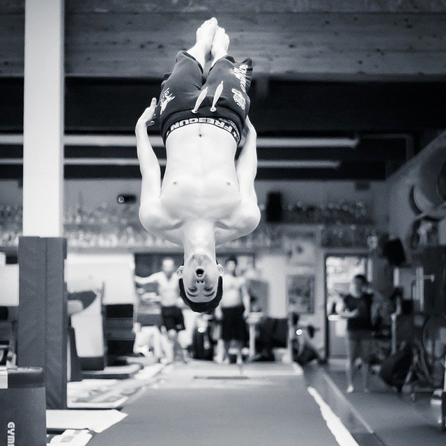 Adrien #teamgym #training #gym #esb #bruges #b&w #nb #bw #photo #sport #backflip #extreme #blackandwhite #bordeaux #flip #huruguen