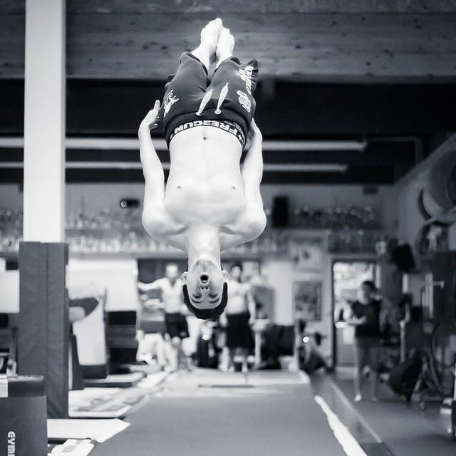 Adrien #teamgym #training #gym #esb #bruges #b&w #nb #bw #photo #sport #backflip #extreme #blackandwhite #bordeaux #flip #huruguen