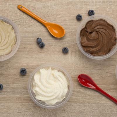 photo-de-gamme-produits-desserts-entremets-topshot-zeinithal-pots-cuilleres-colorees-le-petit-basque-sebastien-huruguen-photographe-packshot-bordeaux