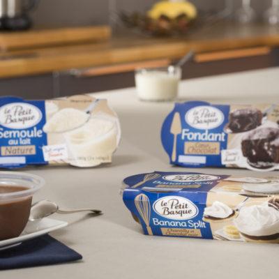 photo-de-gamme-produits-entremets-desserts-fondant-chocolat-semoule-au-lait-banana-split-le-petit-basque-sebastien-huruguen-photographe-packshot-bordeaux