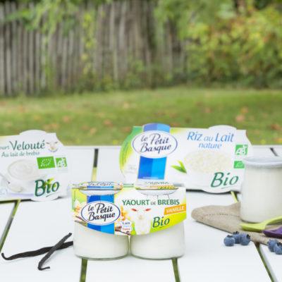 photo-de-gamme-produits-yaourt-au-lait-de-brebis-bio-le-petit-basque-sebastien-huruguen-photographe-packshot-bordeaux