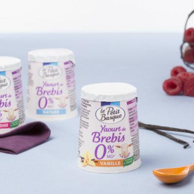photo-de-gamme-produits-yaourt-de-brebis-0-pourcent-matiere-grasse-le-petit-basque-sebastien-huruguen-photographe-packshot-bordeaux