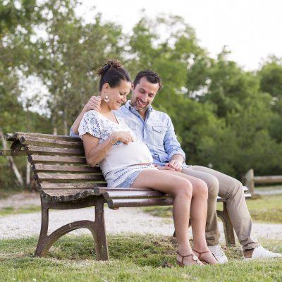 photographe-grossesse-bordeaux-gironde-sebastien-huruguen-future-maman-seance-photo-couple-exterieur-lac-5
