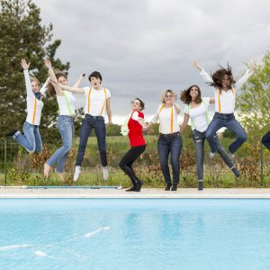 sebastien-huruguen-photographe-evjf-bordeaux-33-gironde-24-amies-drole-copines-campagne-saut-piscine