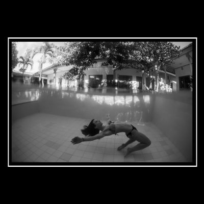 girl underwater in swimmin pool fashion mode bali indonesian summer sun water underwater photography anon eos sebastien huruguen