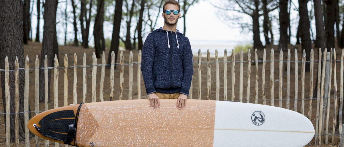 Portrait surfeur dans le sud gironde