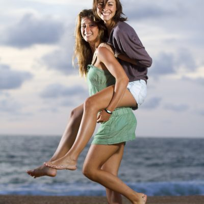 seance-photo-duo-sebastien-huruguen-fun-drole-plage-france-bordeaux-anglet-beach-canon-eos-studio