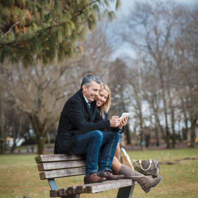 sebastien-huruguen-bordeaux-photographe-pro-seance-photo-book-lifestyle-duo-merignac-tablette-couple-parc