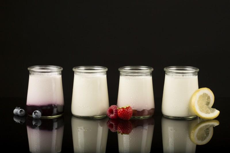 photographe packshot haut de gamme premium luxe packshot haut de gamme sebastien huruguen premium fond noir reflets packshot haut de gamme premium luxe produits yaourts vins products france photo de gamme sebastien huruguen
