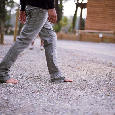 Dave-Rastovich-billabong-europe-france-landes-sebastien-huruguen-film-canon-eos3-feet-pants-jeans-barefoot-pieds-nus
