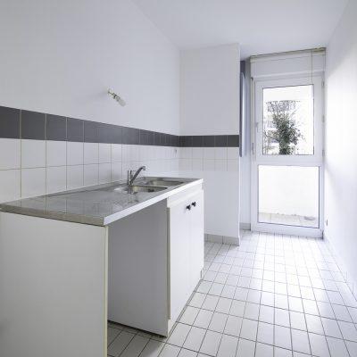appartemment-photographe-immobilier-bordeaux-gironde-huruguen-cuisine-fenetre-PVC