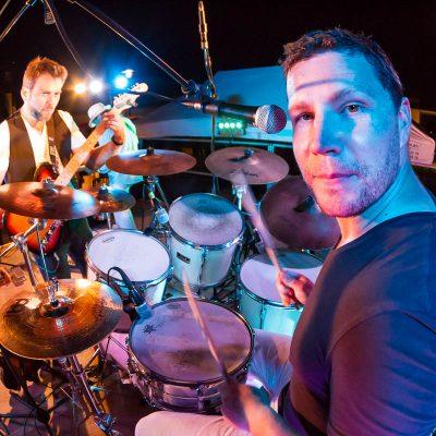 batteur en gros plan groupe de rock musique matthieu drummer sebastien huruguen