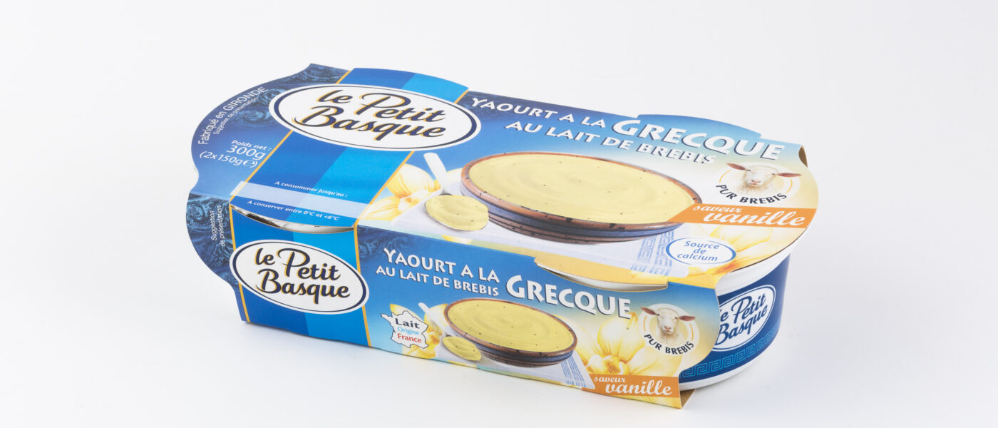 photo produit packshot sur fond blanc packaging yaourta la grecque le petit basque