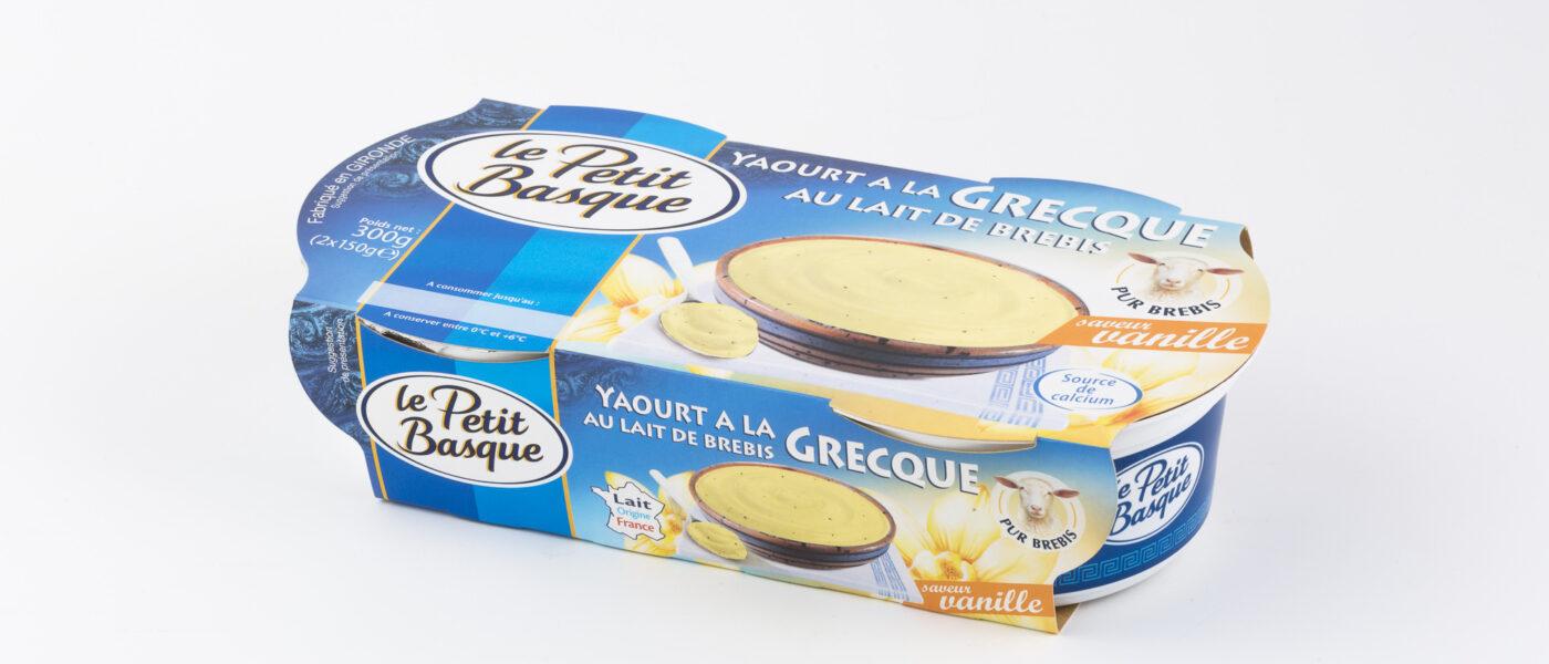 photo produit packshot sur fond blanc packaging yaourta la grecque le petit basque