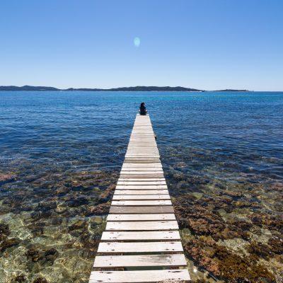 ponton sur la mer mediterrannee sud de la france sebastien huruguen photographe pro bordeaux