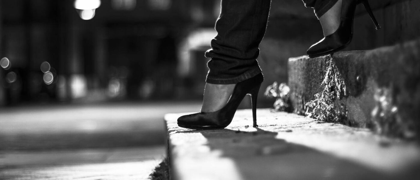 talons hauts high heels black and white noir et blanc marches, contre jour mode fashion escarpins