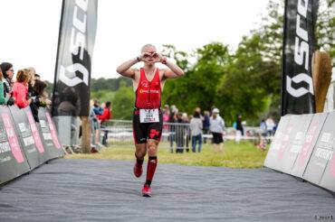 Gros coeur sur la finish line du Scott Half Triathlon - Lacanau Tri Events 2016 | Sébastien Huruguen www.huruguen.fr