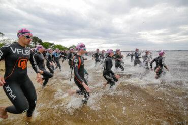 Départ de la natation sur la plage du Moutchic Scott Half Triathlon - Lacanau Tri Events 2016 | Sébastien Huruguen www.huruguen.fr