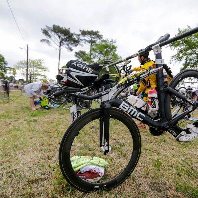 Vélo BMC de contre la montre dans le parc à vélo Scott Half Triathlon - Lacanau Tri Events 2016 | Sébastien Huruguen www.huruguen.fr