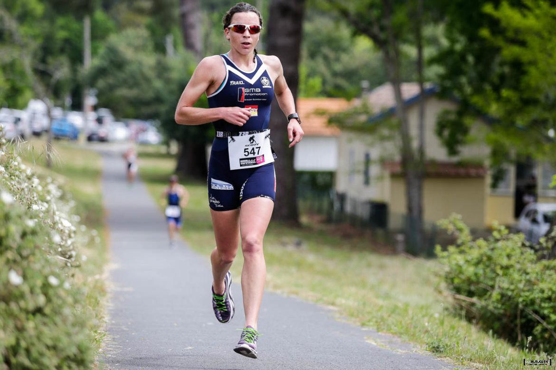Manon Genet en train de courir les 21km de la partie course à pieds du Scott Half Triathlon - Lacanau Tri Events 2016 | Sébastien Huruguen www.huruguen.fr