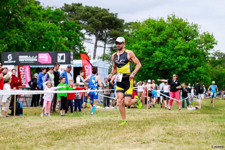 Sebastien Fraysse sur la course à pieds du Scott Half Triathlon - Lacanau Tri Events 2016 | Sébastien Huruguen www.huruguen.fr