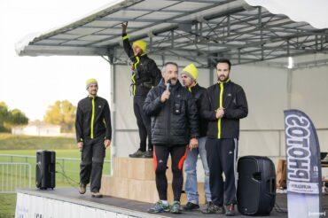 Sur le podium l'equipe organisatrice bénévole de l'amicale des pompiers de st jean d'illac trail en jalle 2015