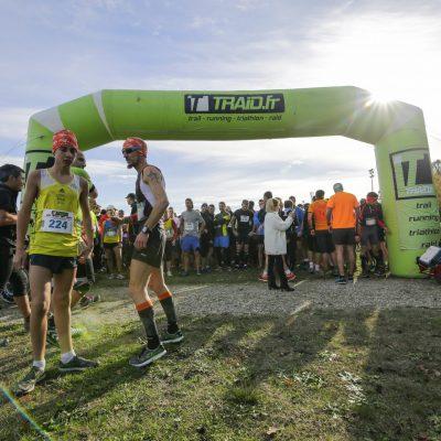Départ des courses trail 7km et 14km du Trail en Jalle à la plaine des sports andré maleyran à Saint Jean d'Illac organisé par l'amicale des sapeurs pompiers