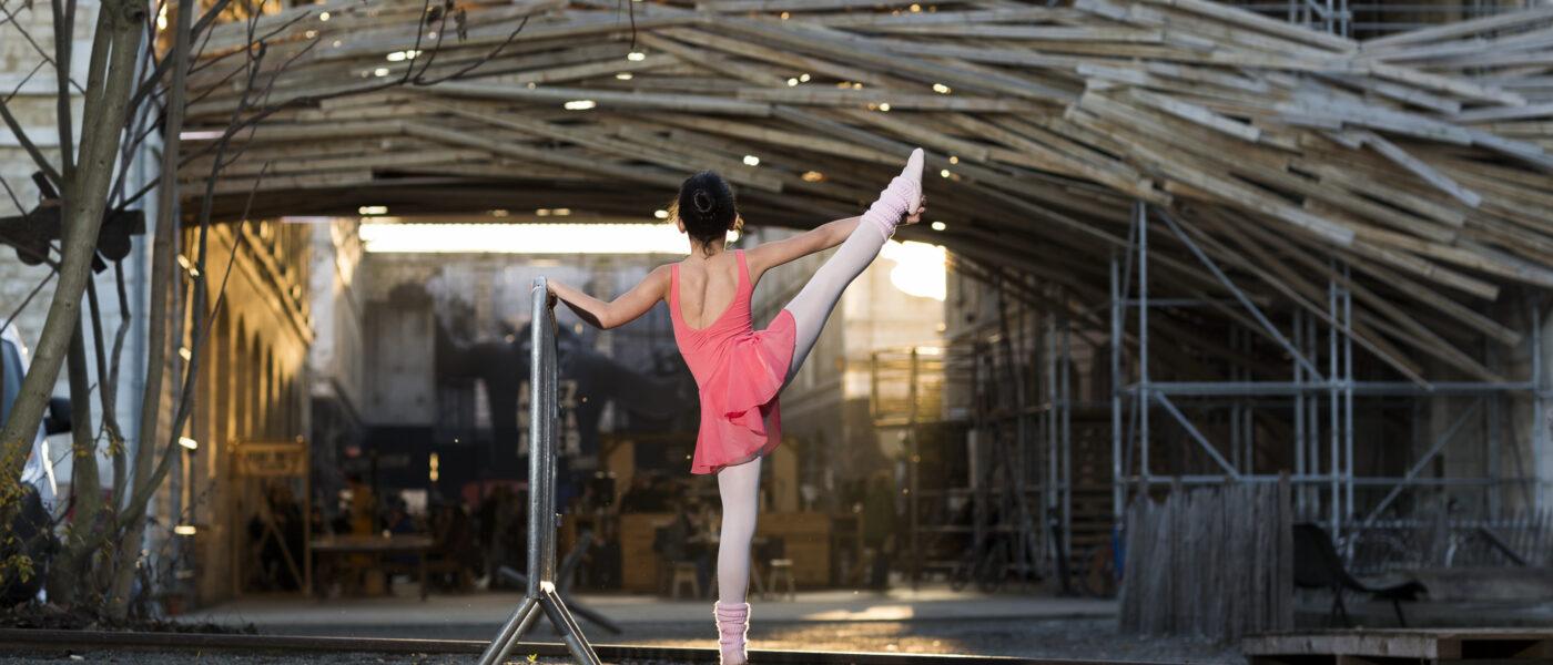 Danseuse étoile à Darwin dans les rues de Bordeaux - Ballerine