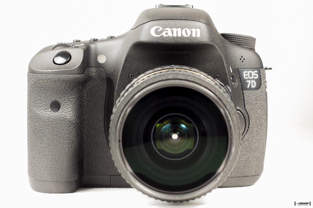 packshot produit vue frontale du Canon EOS 7D avec obectif fisheye tokina 10-17mm AF DX AT-X 107