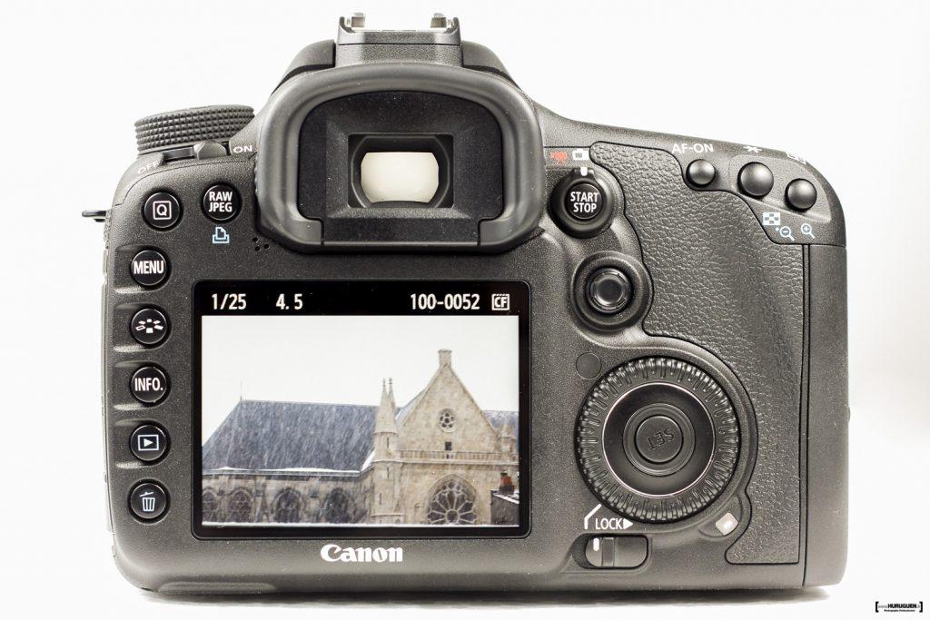 packshot produit vue arrière écran molettes boutons du Canon EOS 7D viseur fond blanc Sébastien Huruguen Photographe en Gironde