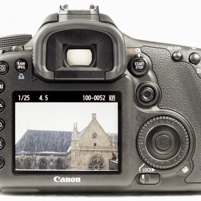 Canon-eos-7D-packshot-rear-view-LCD