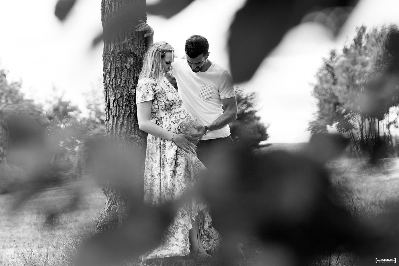 sebastien-huruguen-photographe-grossesse-futurs-parents-sanguinet-landes-gironde-maman-papa-femme-enceinte-couple-feuilles-cadre