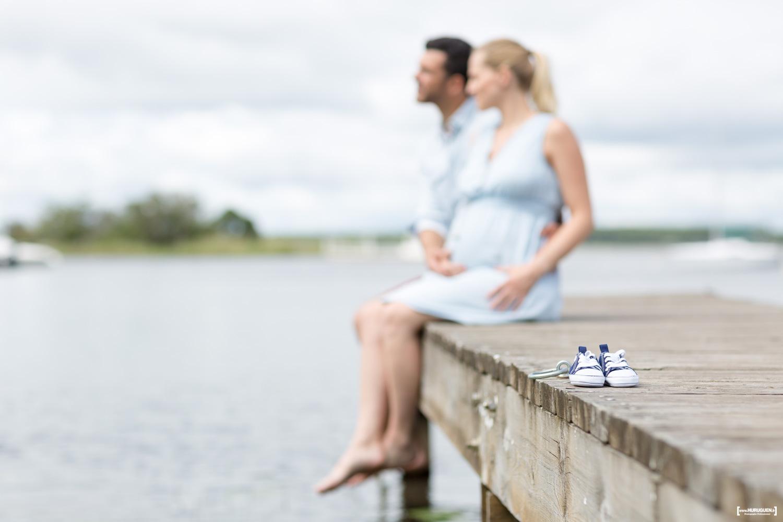 sebastien-huruguen-photographe-grossesse-futurs-parents-sanguinet-landes-gironde-maman-papa-femme-enceinte-ponton-mini-chaussons
