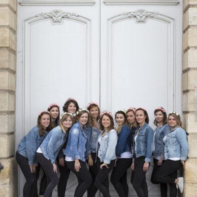 seance-photo-evjf-place-bourse-bordeaux-groupe-copines-porte-blanche-sebastien-huruguen-photographe